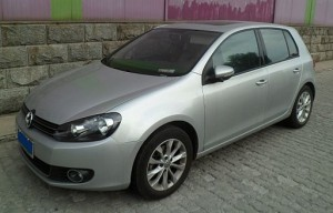 2012 Volkswagen Golf 5 cyl, 2.5 L, Automatic (basic 5 cyl, 2.5 L, Automatic S6 model uses regular gasoline and gets 26 mpg for combined city/highway driving) image courtesy of image courtesy of Navigator84 / CC-BY-SA-3.0